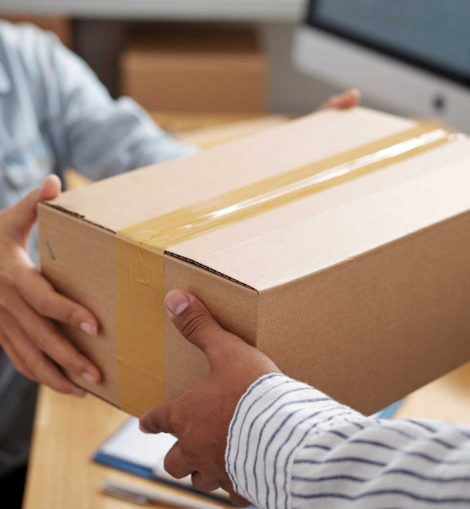 giving-parcel-to-courier-E9PNCYB.jpg